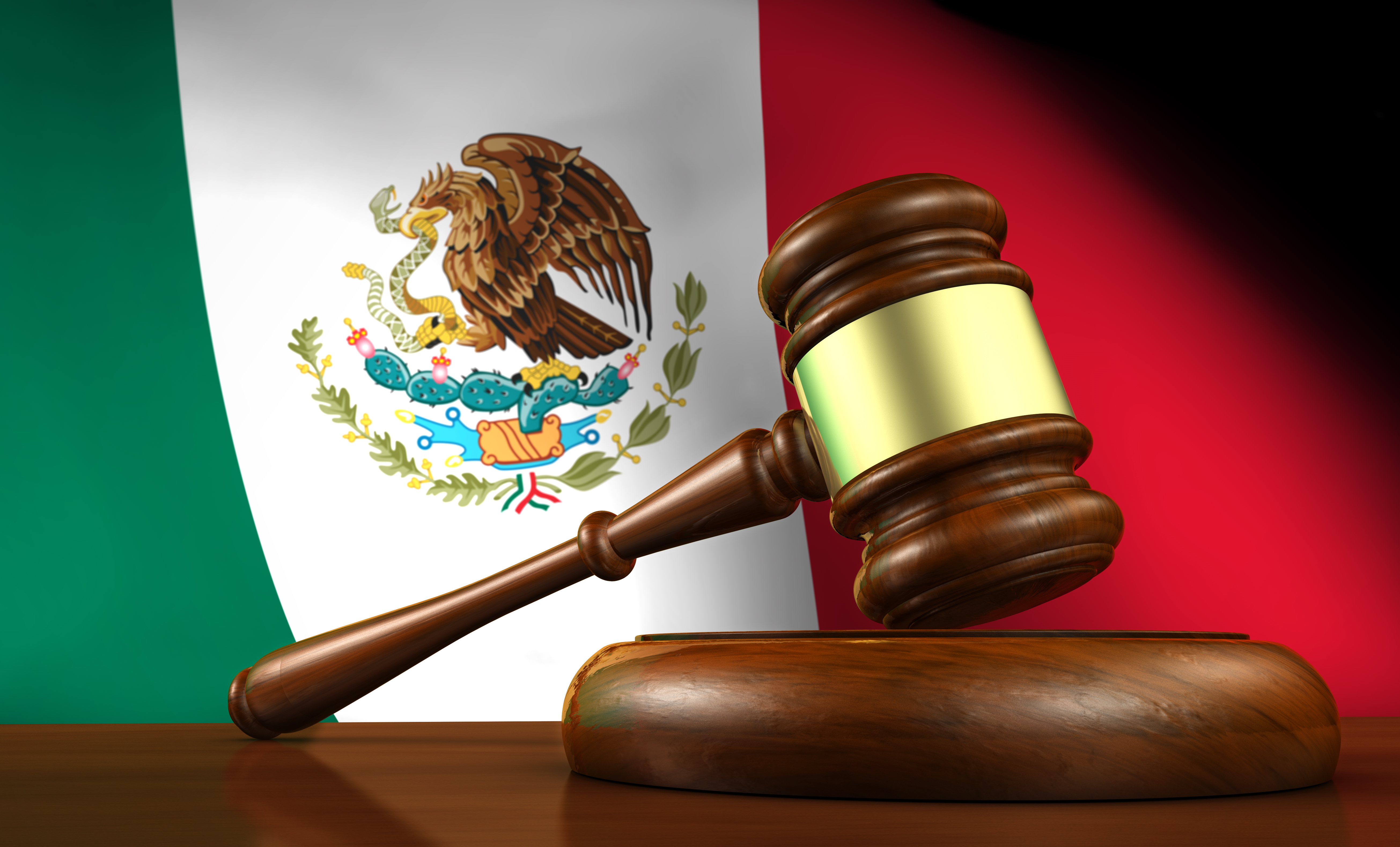 Image of a Mexican flag and a gavel. Use electronic signatures in Mexico to complete contracts and agreements easily and legally.